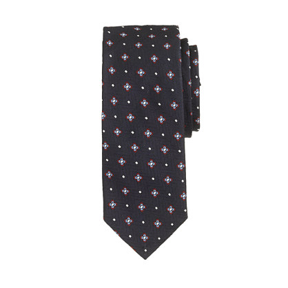 English silk tie in navy foulard