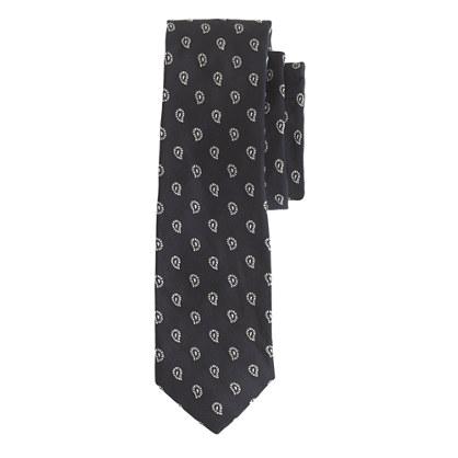English silk tie in classic navy foulard