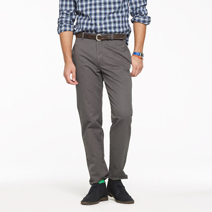 Unhemmed essential chino in classic fit