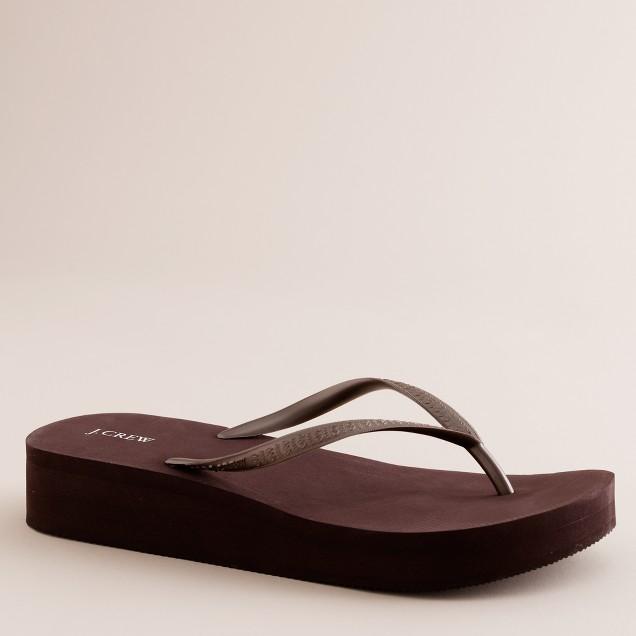 Skinny wedge flip-flops