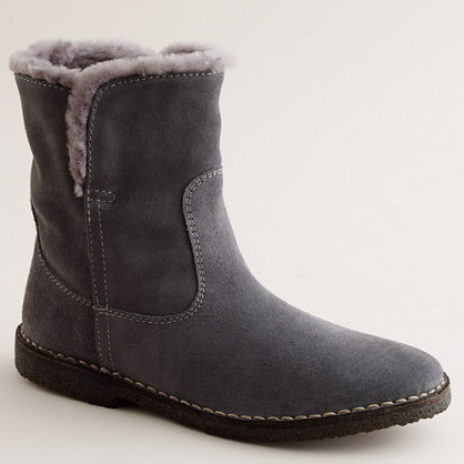 Short chalet shearling boots