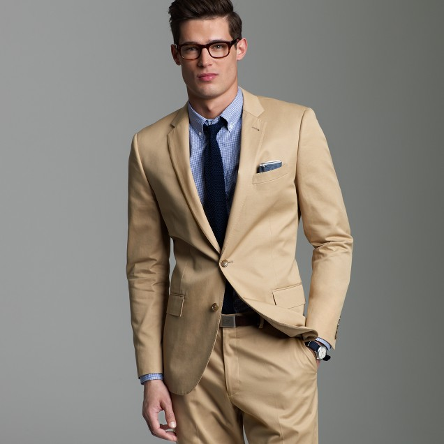 Ludlow two-button suit jacket with center vent in chino