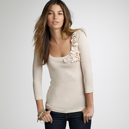 Perfect-fit scoopneck corsage tee