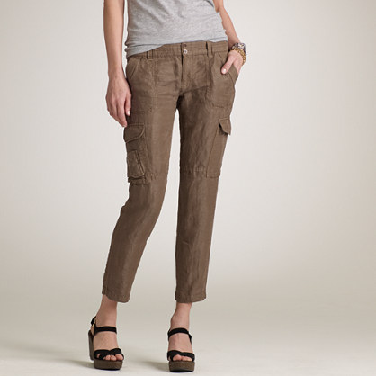 Pack for any seaside escape with our Island Company White Linen Cargo Pant! Wear these linen pants with a striped linen shirt for the perfect night out!