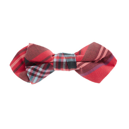 Boys' tartan bow tie in vintage barn