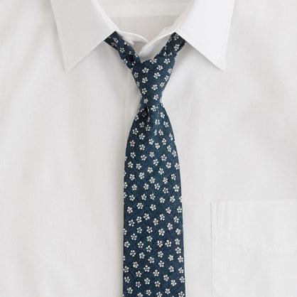 Flyweight denim floral tie