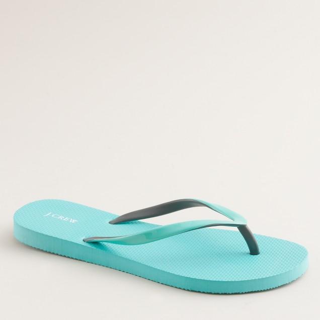 Two-tone skinny flip-flops