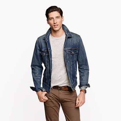Dear men and short men,. Want to learn how to wear a denim jacket. A good denim jacket is a must for everyone men on planet earth. The denim jacket is a classic piece of menswear.