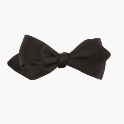 English satin point bow tie in black