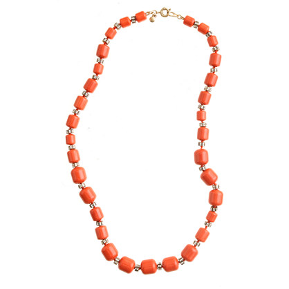 Monotone beaded necklace