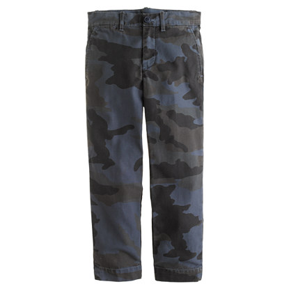 Boys' sun-faded camo chino in slim fit