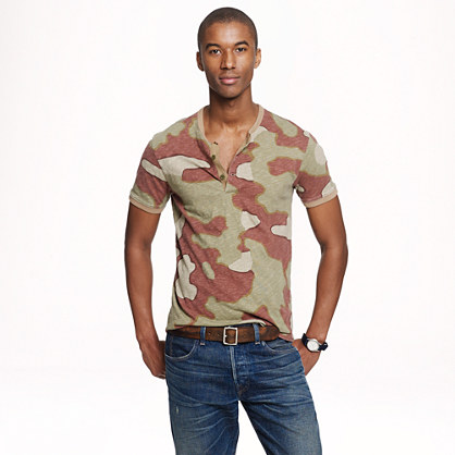Wallace & Barnes short-sleeve henley in camo