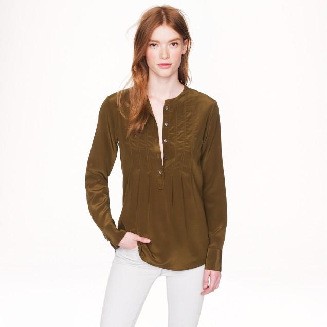 Collection collarless silk top