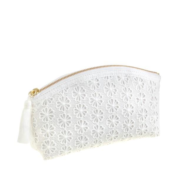 Eyelet medium pouch