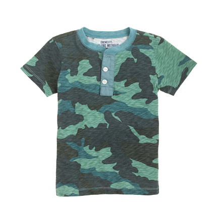 Boys' short-sleeve henley in camo