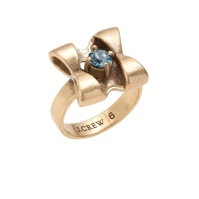 Tiny bow ring