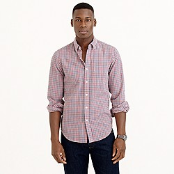 Slim seersucker shirt in red tattersall