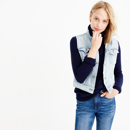 Denim vest in calyer wash