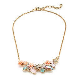 Small flower power necklace