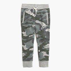 Boys' slim slouchy sweatpant in camo