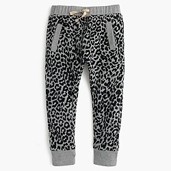 Girls' skinny sweatpant in snow leopard