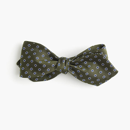 English silk bow tie in foulard