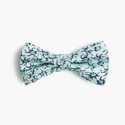 Boys' silk bow tie in dotted daisies