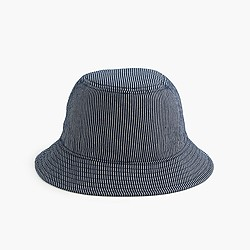 Bucket hat in skinny stripe