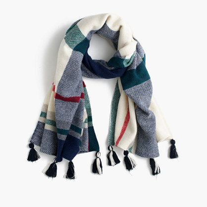 Wool scarf in oversized plaid