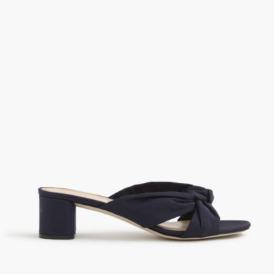 Knotted slides in silk faille