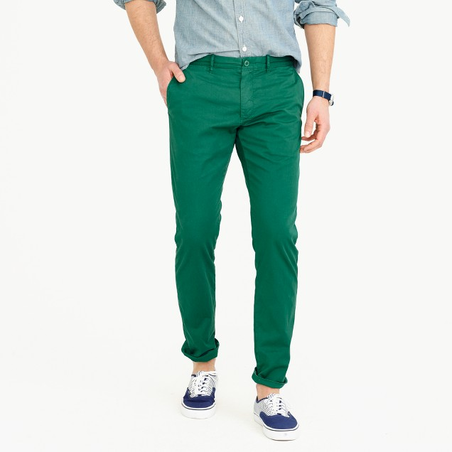 Lightweight garment-dyed stretch chino pant in 484 slim fit