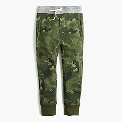Boys' zip pocket camo sweatpant in slim fit