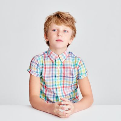 Kids' short-sleeve Secret Wash shirt in electric gingham