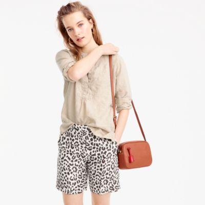 Linen bermuda short in leopard print