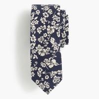 Silk tie in navy floral jacquard
