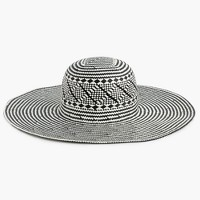Wide-brim geometric straw hat