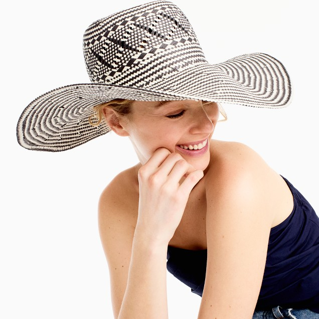 Wide-brim geometric straw hat