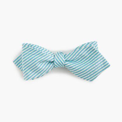 English silk bow tie in green seersucker