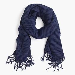Cotton waffle scarf in indigo